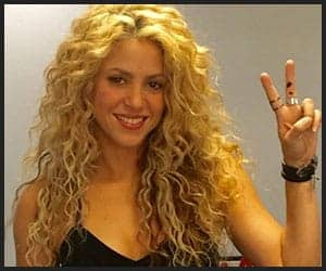 Shakira with her well maintained curly hair